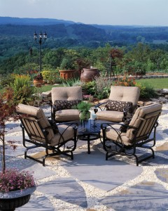 Startling-Pea-Gravel-decorating-ideas-for-Aesthetic-Patio-Traditional-design-ideas-with-beige-outdoor-cushions-black-patterned-throw-pillow-cushioned-lounge-chairs-grass-gravel